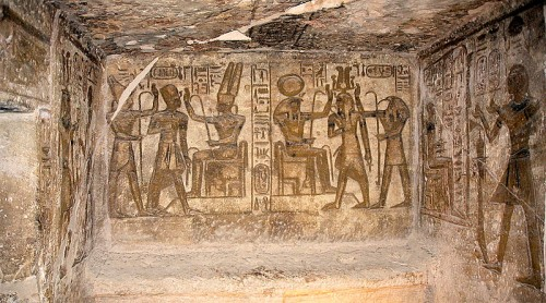 800px-Abu_Simbel,_Ramesses_Temple,_chamber_decoration,_Egypt,_Oct_2004.jpg