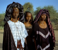 1997_275-15_young_Wodaabe_women.jpg
